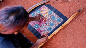 AAT Kings NT Uluru Dot Painting 1