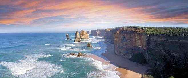 Travel along the Great Ocean Road